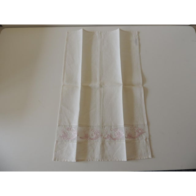 Traditional Vintage Pink and White Embroidered Bathroom Guest Towel For Sale - Image 3 of 5