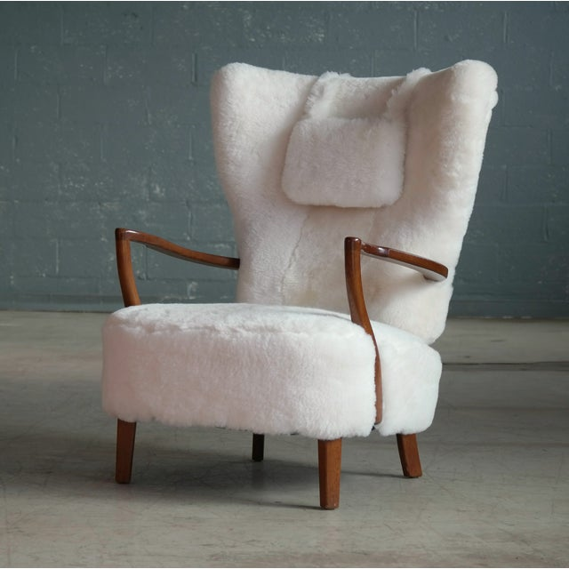 Mid-Century Modern Fritz Hansen Style Lounge Chair and Ottoman Covered in White Shearling Sheepskin For Sale - Image 3 of 12