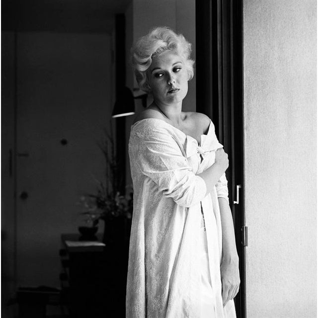 1950s Kim Novak at Home in Los Angeles 1956 For Sale - Image 5 of 5