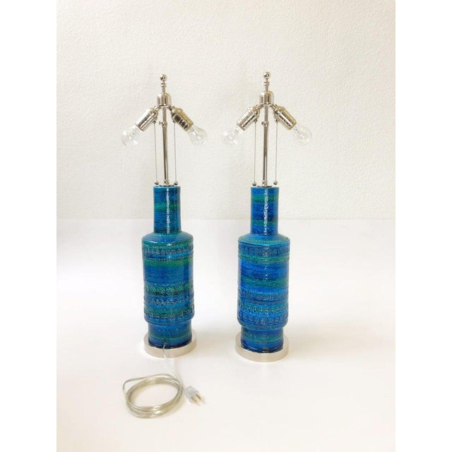 1960s Rare Pair of Rimini Blue Italian Ceramic and Nickel Table Lamps by Bitossi For Sale - Image 5 of 11