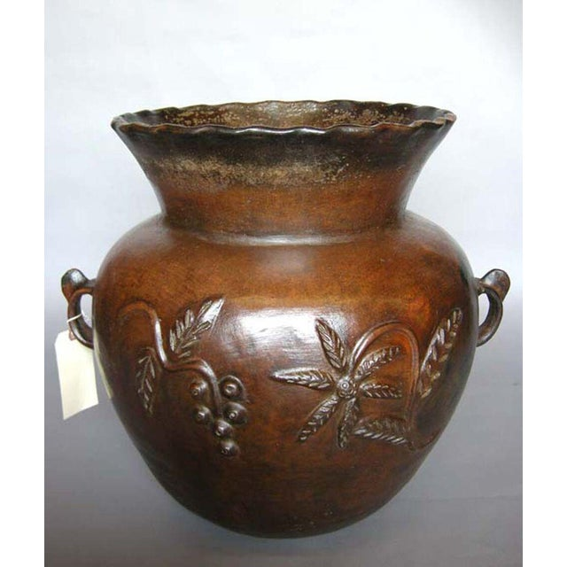 Antique ceramic florero (water storage pot) from Guatemala. Beautiful floral relief all around. In very good condition...