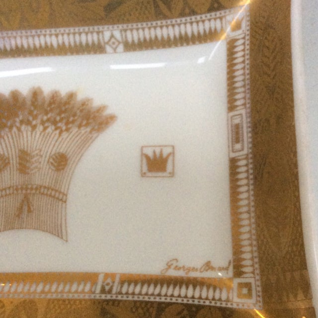Georges Briard Georges Briard Milk Glass Serving Dish For Sale - Image 4 of 4