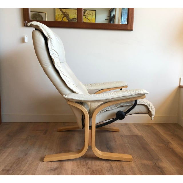 About Ekornes: 1966: Svaneinformasjon Ekornes launched its first collection of lounge furniture. As the first furniture...