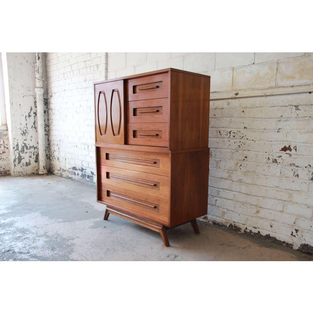 Young Manufacturing Mid-Century Modern 9-Drawer Gentleman's Chest For Sale - Image 4 of 10