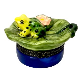 Late 20th Century Porcelain Frog and Lily Pad Trinket Box For Sale