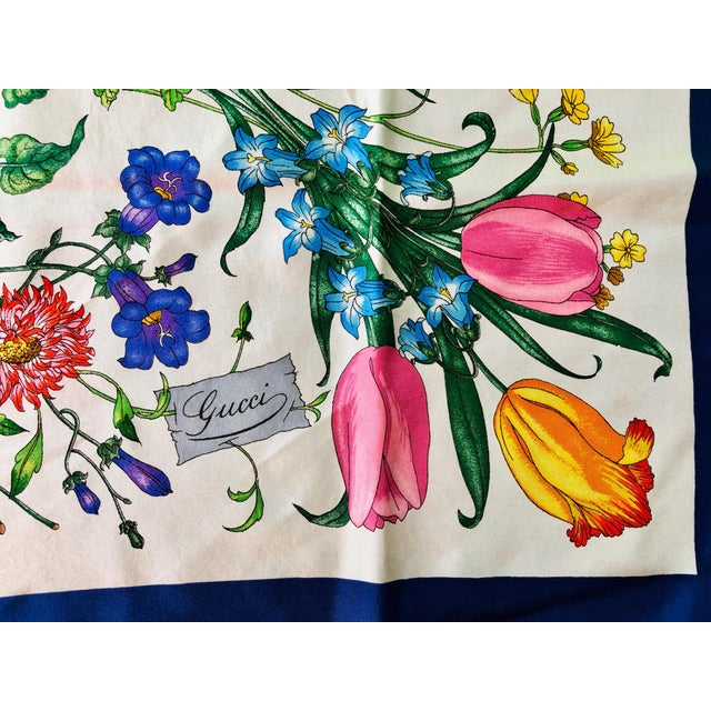 """1970s Gucci """"Flora"""" Scarf With Blue Border For Sale - Image 9 of 13"""