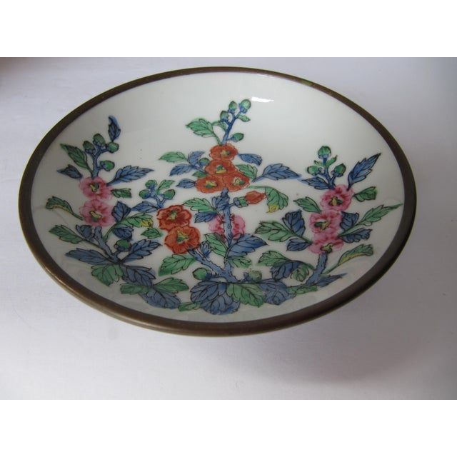 Chinoiserie Chinoiserie Flower Plate With Brass For Sale - Image 3 of 4