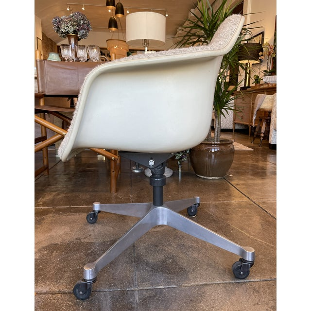 Mid-Century Modern Eames Task Rolling Armchair Reupholstered in Boucle For Sale - Image 3 of 7