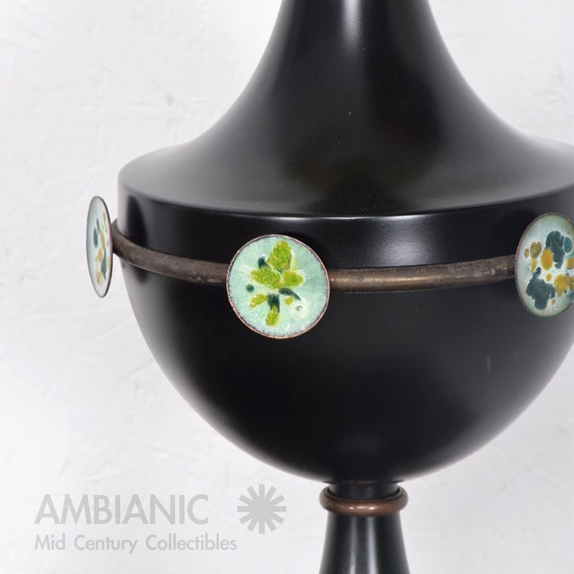 Gold Mid Century Mexican Modernist Table Lamp With Enamel Decorations For Sale - Image 8 of 9