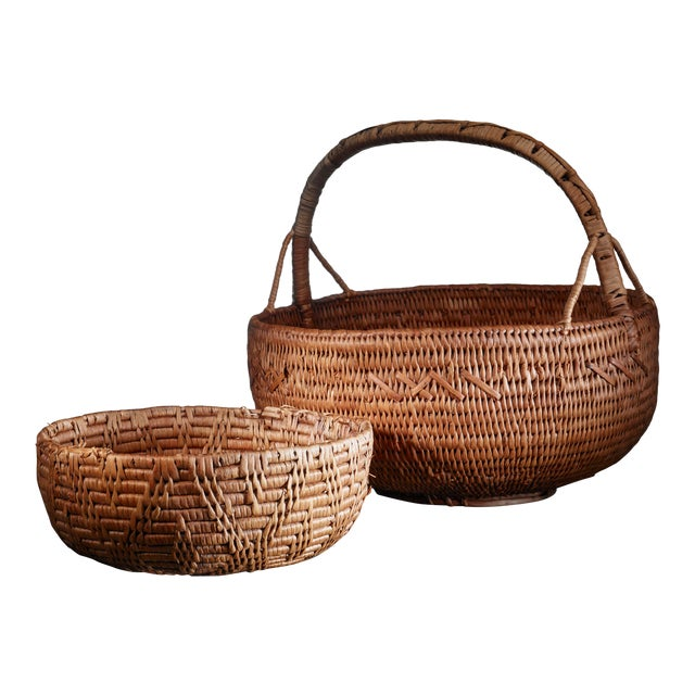 Pair of Swedish folk art baskets, 19th Century For Sale