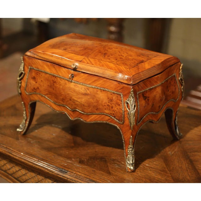 19th Century French Louis XV Bombe Walnut and Burl Jewelry Box With Bronze Mount For Sale In Dallas - Image 6 of 13