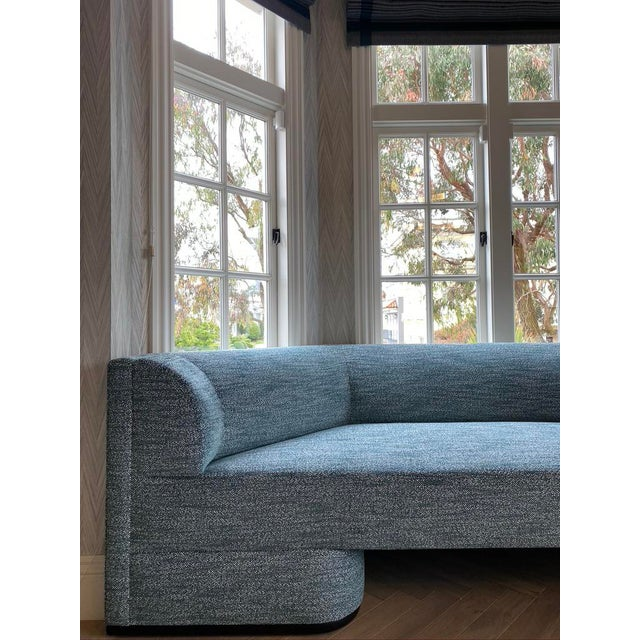 Teal Featured in The 2020 San Francisco Decorator Showcase — Custom Shaped Teal Settee For Sale - Image 8 of 12