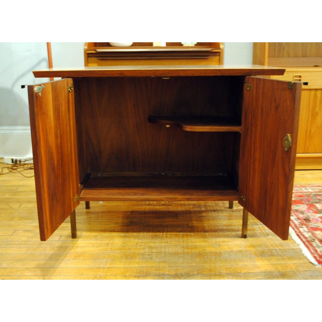 Small Mid-Century Walnut & Brass Bar - Image 7 of 8