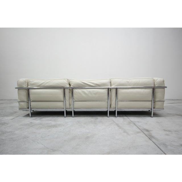 White Authentic Pair of Lc3 Cassina Grand Modele 3 Seat Sofas by Le Corbusier For Sale - Image 8 of 13