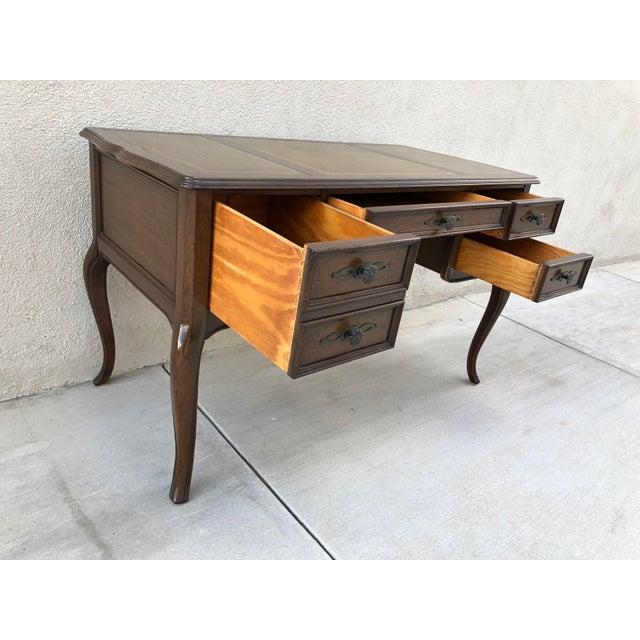 Original Vintage Sligh Furniture Leather Top Writing Desk For Sale - Image 5 of 13