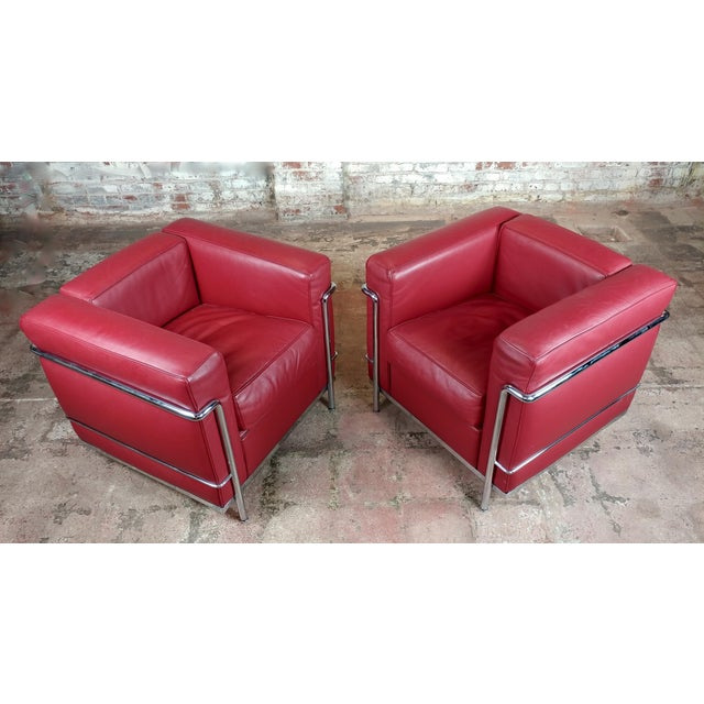 Bauhaus Le Corbusier Lc2 Red Leather Poltrona Armchairs by Cassina - A Pair For Sale - Image 3 of 13