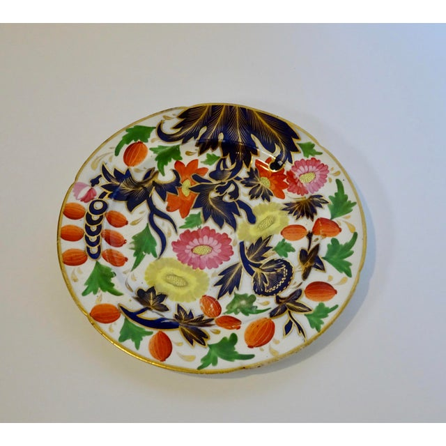 English Traditional 19th Century Porcelain Plate With Decorative Floral Design For Sale - Image 3 of 10