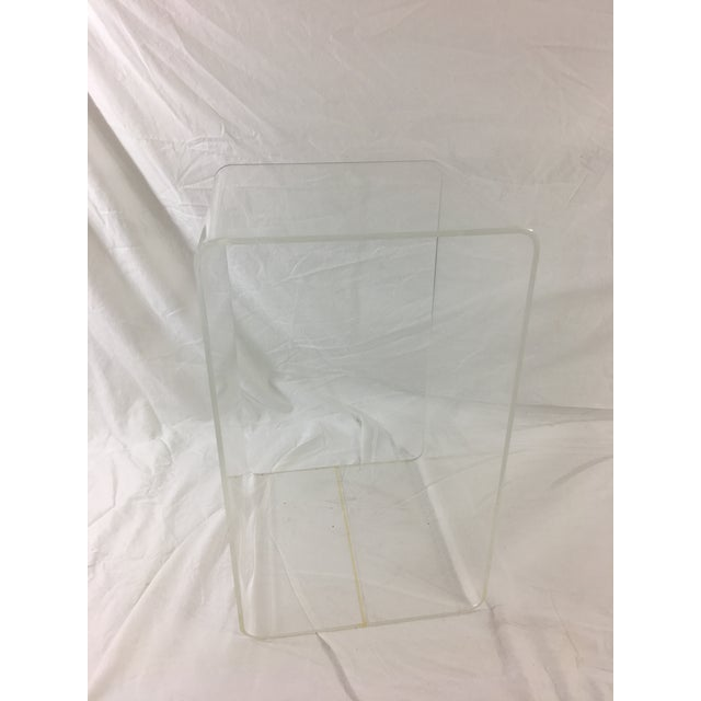 Lucite Mid-Century Modern Lucite Nesting Tables - Set of 3 For Sale - Image 7 of 11