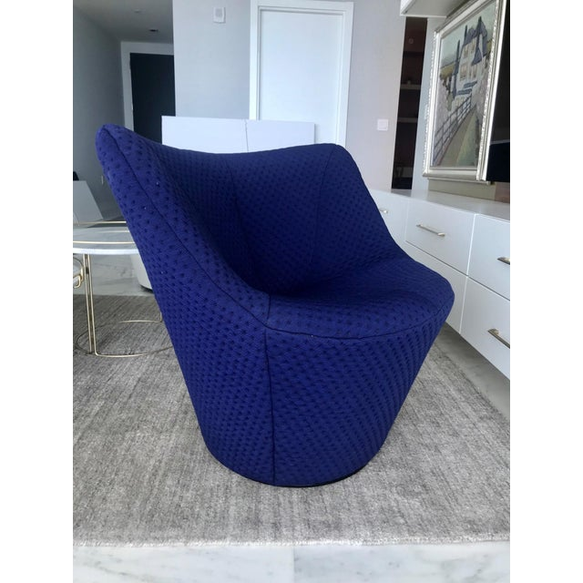 Anda Swivel Armchair and Ottoman by Pierre Paulin for Ligne Roset, C. 2018 For Sale In Miami - Image 6 of 13