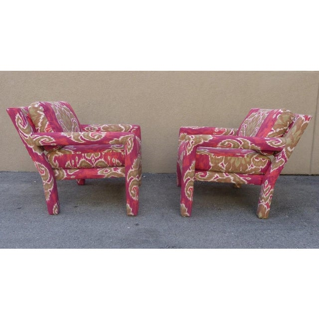 1970s Pair of 1970's Parsons Chairs Covered in Ikat Fabric For Sale - Image 5 of 7