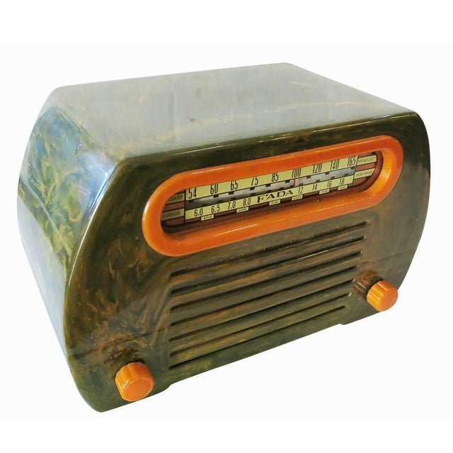 "Fada Model 659 ""Superheterodyne"" Marble Green and Caramel Catalin Tube Radio - Image 2 of 8"