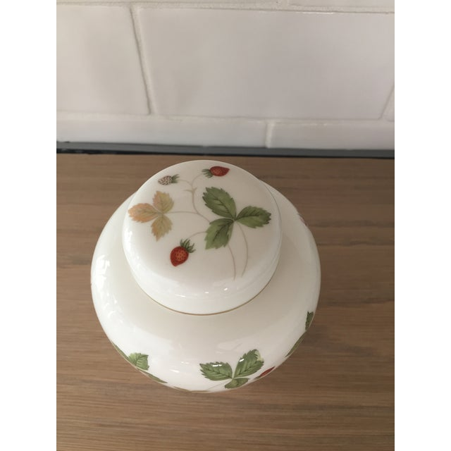 1980s Petite Wedgewood Wild Strawberry Ginger Jar For Sale - Image 5 of 7