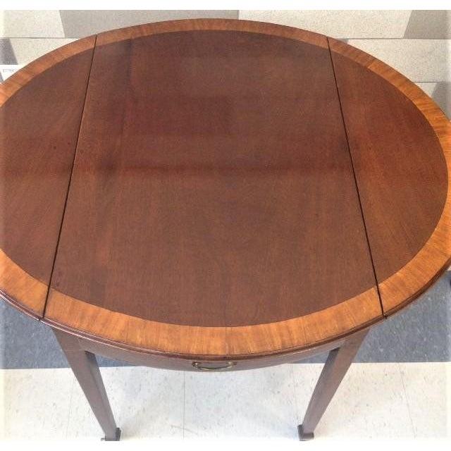 18th Century English Hepplewhite Inlaid Mahogany Pembroke Table With Oval Leaves For Sale - Image 12 of 13