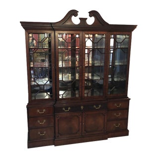1997 English Traditional Henkel Harris Mahogany Breakfront China Cabinet For Sale