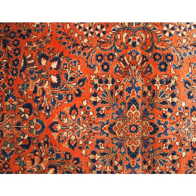 Hand made antique Persian Sarouk rug in red wool. The rug is in original good condition from the beginning of 20th century.