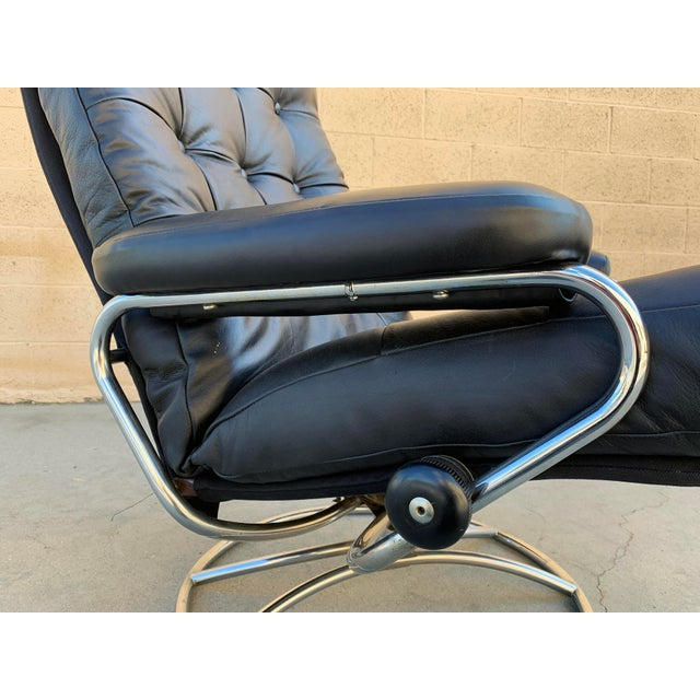 """Mid-Century Modern Scandinavian Modern Ekornes """"Stressless"""" Lounge Chair With New Leather Seat For Sale - Image 3 of 9"""