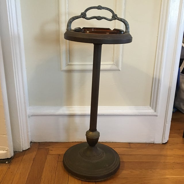 Mid-century brown vintage cigar stand with removable amber glass ashtray with large cigar sized rests. Grooved column...