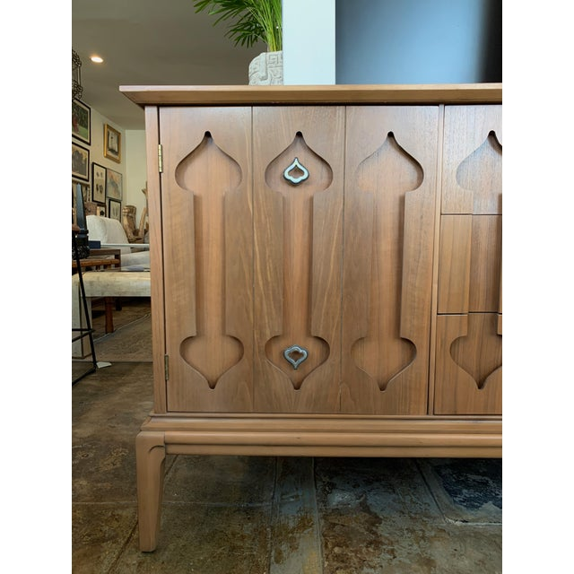 """Mid-Century Modern Low Walnut Credenza Cabinet Carved """"Spade"""" Fruit For Sale - Image 4 of 9"""
