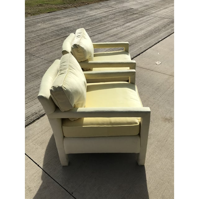 Hollywood Regency 1980s Vintage Yellow Velvet Milo Baughman Style Parsons Open Arm Club Chairs- A Pair For Sale - Image 3 of 12
