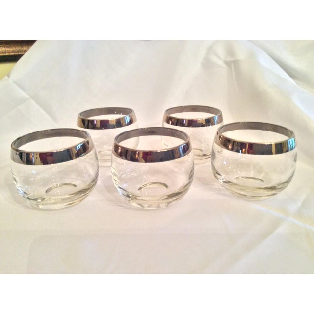 Hollywood Regency Mid-Century Dorothy Thorpe Inspired Roly Poly Whiskey Glasses - Set of 5 For Sale - Image 3 of 13