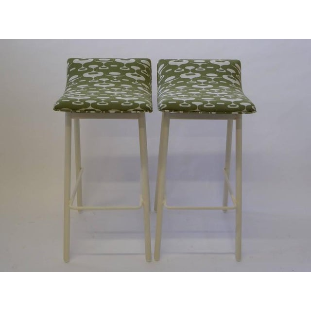 Mid-Century Modern Pair of 1950s Mid-Century Modern Curved Seat Bar Stools For Sale - Image 3 of 10