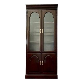 1940s Ethan Allen Georgian Court Lighted Glass Door Curio Cabinet For Sale
