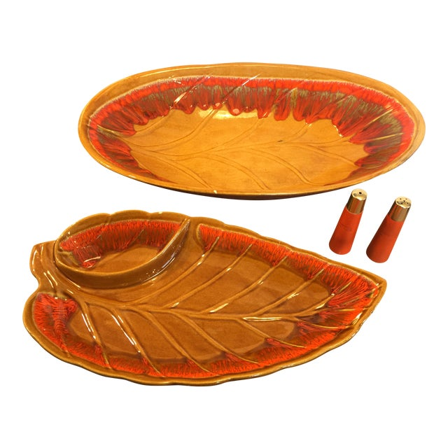 Mid Century Glaze Drip Retro Large Service Bowls With Salt and Pepper Shakers - Set of 4 For Sale