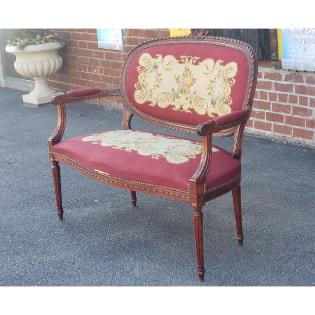 1950s French Louis XV Style Needlepoint Living Room Settee For Sale In New York - Image 6 of 10