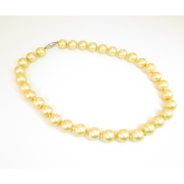 1940s Faux South Seas Pearl Necklace 1940s For Sale - Image 5 of 11