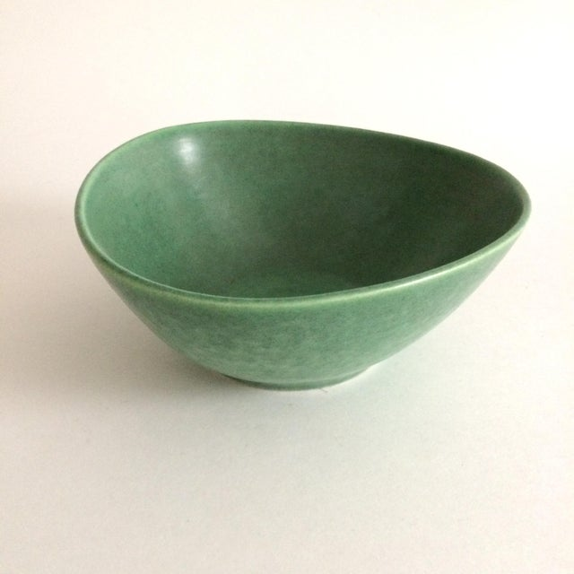 1930s Boho Chic Royal Haeger Green Pottery Bowl For Sale - Image 6 of 6