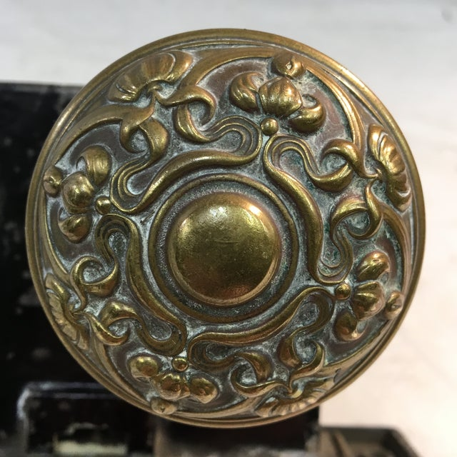 Yale & Towne Manufacturing Co. Antique Early 20th Century Yale Mortise Lock With Eastlake Doorknobs For Sale - Image 4 of 13
