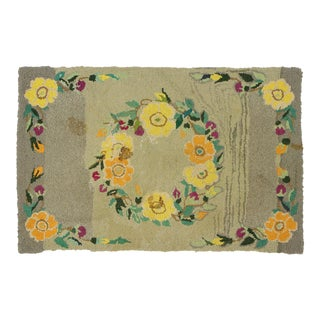 Antique American Hooked Rug With Cozy Cottage Colonial Style - 01'10 X 02'11 For Sale