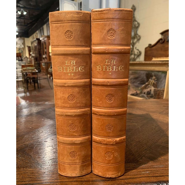 Leather Mid-Century French Leather Bound Two-Volume Holy Bible Dated 1953 - Set of 2 For Sale - Image 7 of 13
