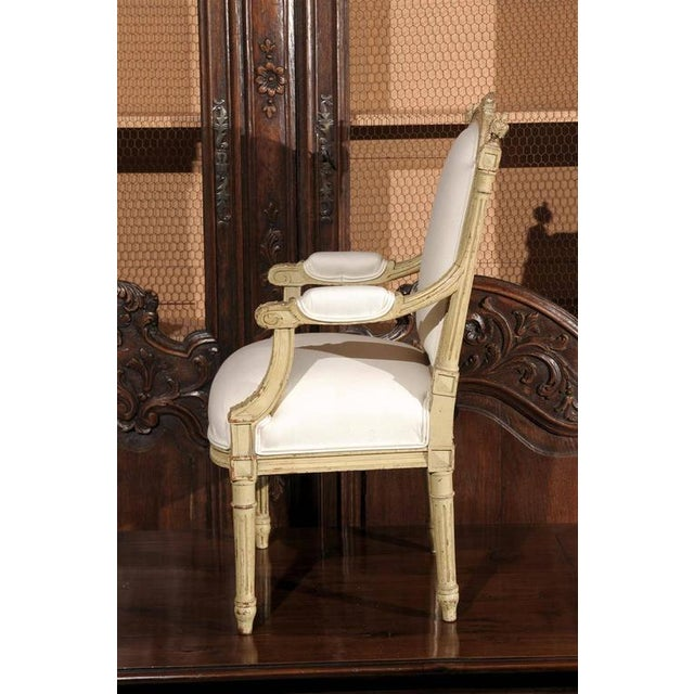 French 1920s Painted and Carved Wood Child's Chair with Muslin Upholstery - Image 9 of 10