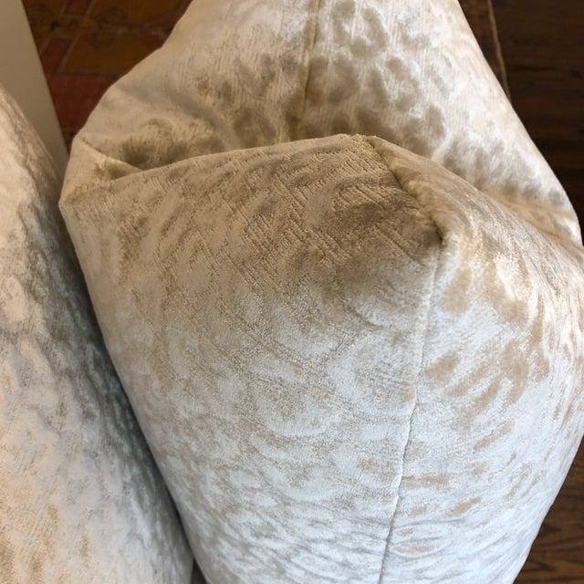 """Kravet Kravet """"Divina"""" Velvet in Natural 22"""" Pillows-A Pair For Sale - Image 4 of 7"""