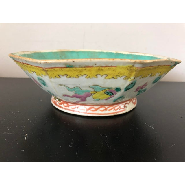 Antique Chinese Export Porcelain Bowls - a Pair - Image 3 of 11