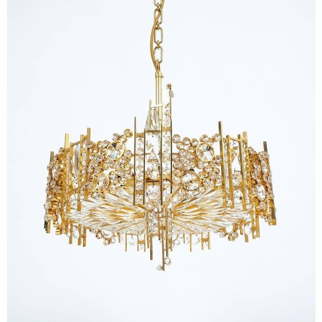 Gold Palwa Pair Golden Brass Crystal Glass Encrusted Chandeliers, Germany 1960 For Sale - Image 8 of 8