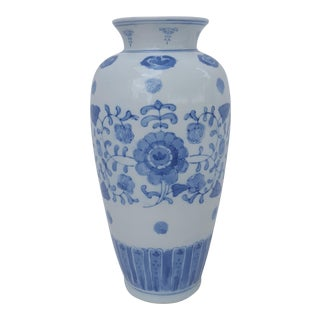 Chinoiserie Blue and White Asian Ceramic Vase