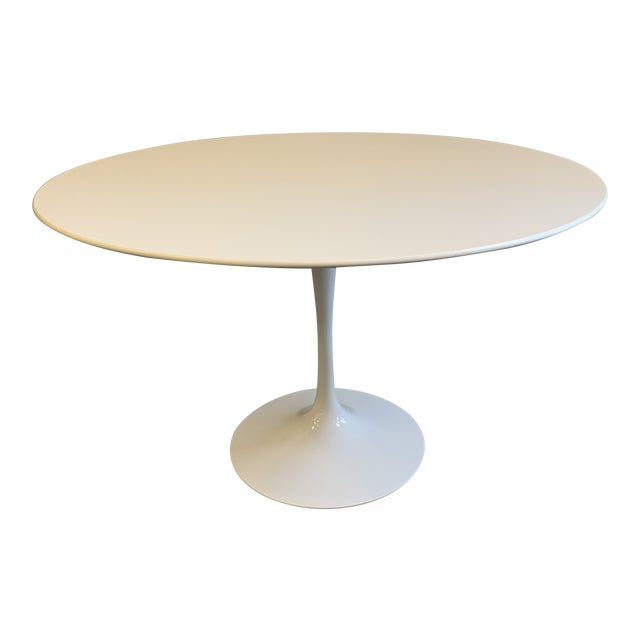 Mid-Century Modern Saarinen Tulip Dining Table for Knoll For Sale