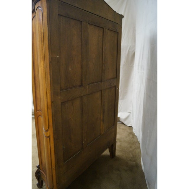 Antique 19th Century Louis XV Walnut Curio Cabinet - Image 4 of 10